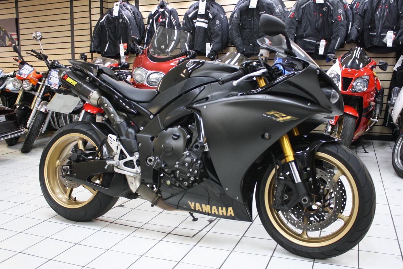 Yamaha YZF R1 Big Bang Black