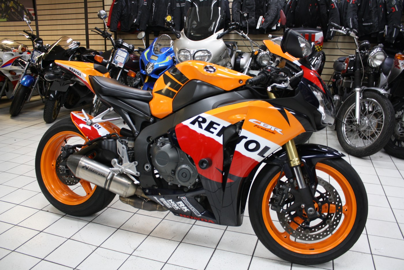 Honda CBR1000RR Repsol Akrapovic